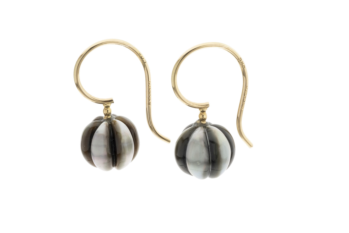 Gjersen-goldearrings-with-pumkin-carved-tahitian-pearls-00133